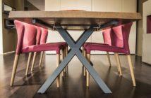 Møbler i egetræ er stadig populære i de danske hjem