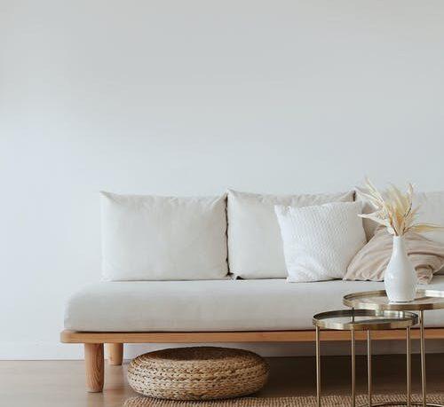 Minimalistisk indrettet stue