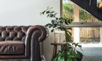 sofa og trappe